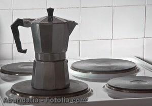 Kaffeekanne reinigen – Rückstände und Gerüche beseitigen