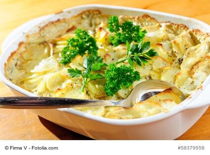 Kartoffelauflauf als Klassiker serviert