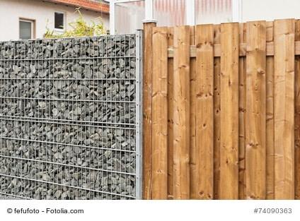 Passende Grundstücksbegrenzungen für mehr Sicherheit, Privatsphäre und Geräuschreduzierung