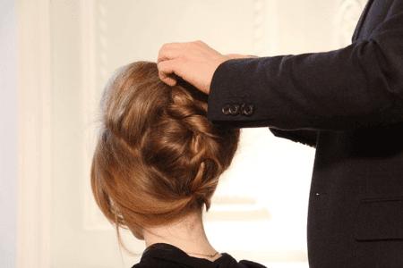 Die eigene Haarpracht ist für Menschen ein wichtiger Teil ihrer optischen Identität - aus diesem Grund sind gerade für Frauen wirksame Behandlungen entscheidend.