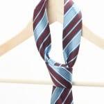 Krawatte mit Kleiderbügel