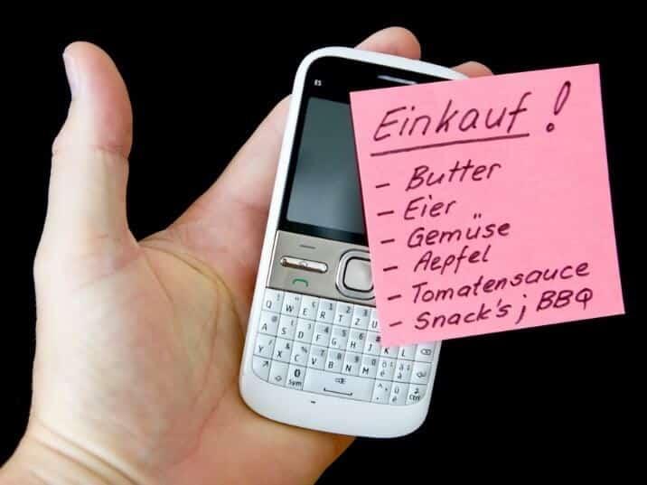 Ein Einkaufszettel – schriftlich oder als App – ist ein wichtiger Bestandteil der Einkaufsplanung