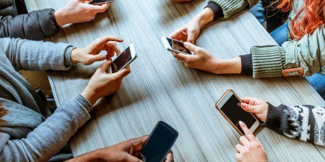 Handy und Festnetz: Anbieterwechsel kann viel Geld sparen