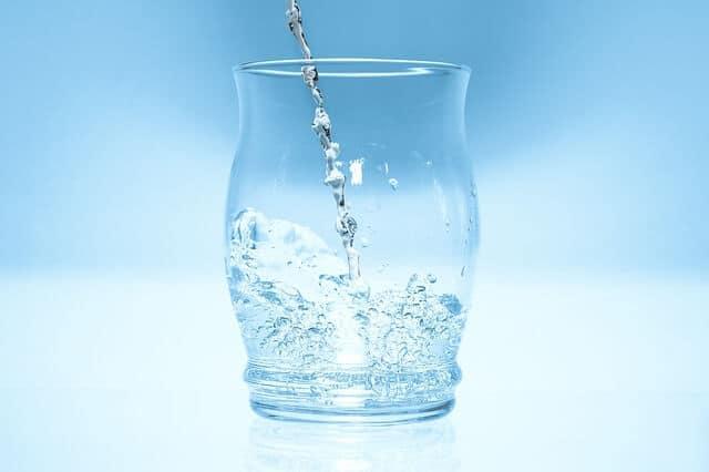 Trinken für die Gesundheit: warum Wasser so gesund ist