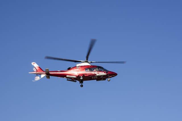 Der Transport per Hubschrauber kann bei einem Schädel-Hirn-Trauma notwendig werden. (Quelle: Engin_Akyurt (CC0-Lizenz)/ pixabay.com