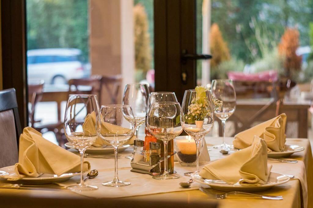Restauranteinrichtung: Innenraum stilsicher einrichten und effizient nutzen