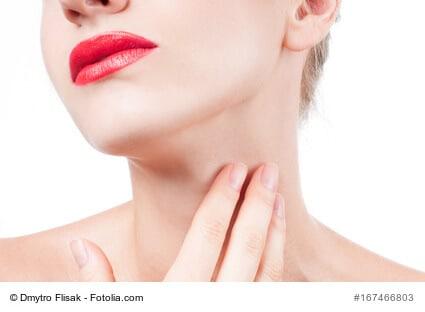 Gegen die Zeichen der Hautalterung: Halsstraffung
