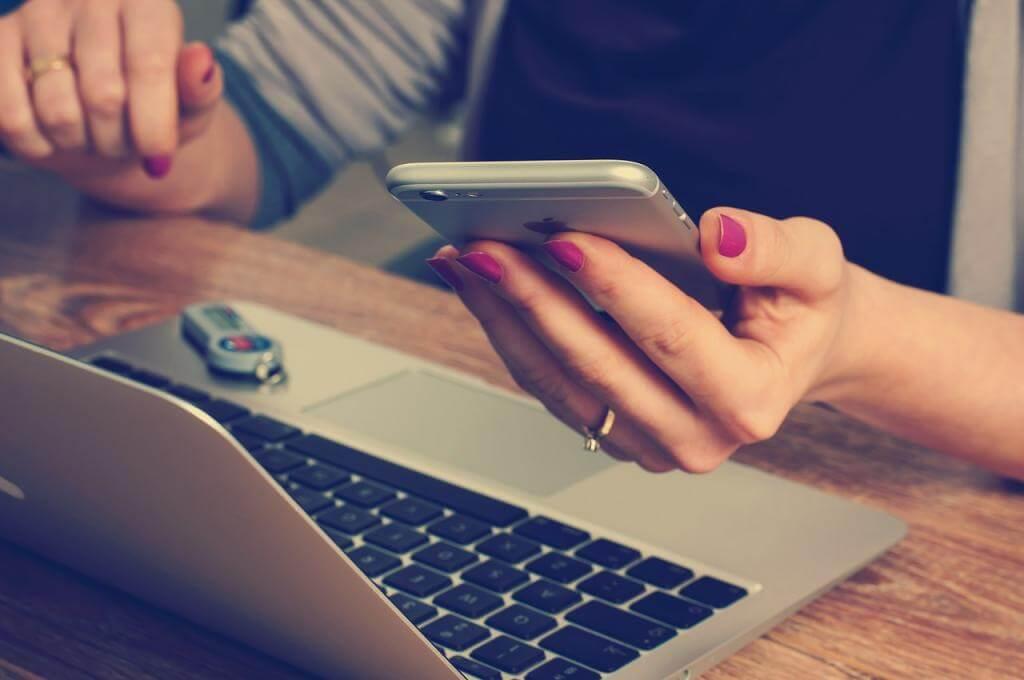 Bin ich zu oft am Handy? Diese Methoden helfen gegen die Smartphone Sucht