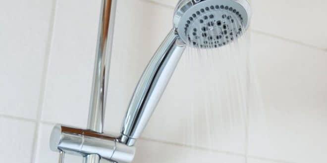 Duschwand reinigen – so geht es richtig