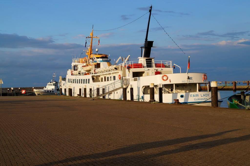 ship-1997623_1920