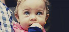 Daumenlutschen abgewöhnen – so bestehen Eltern und Kind die Geduldsprobe