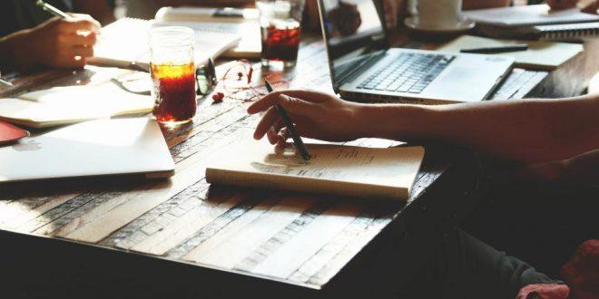 Das eigene Geschäft bekannter machen: Online oder Offline?