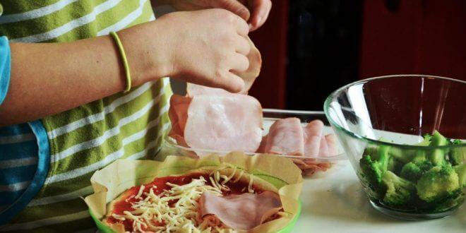 Zusammen mit Kindern kochen macht Spaß