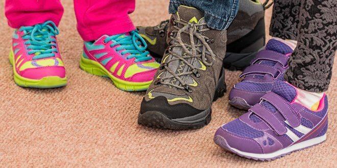 Erste Schritte: Die passenden Schuhe für die Kleinsten finden